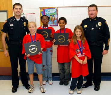 Oak Grove Elementary students graduate from D A R E  | The